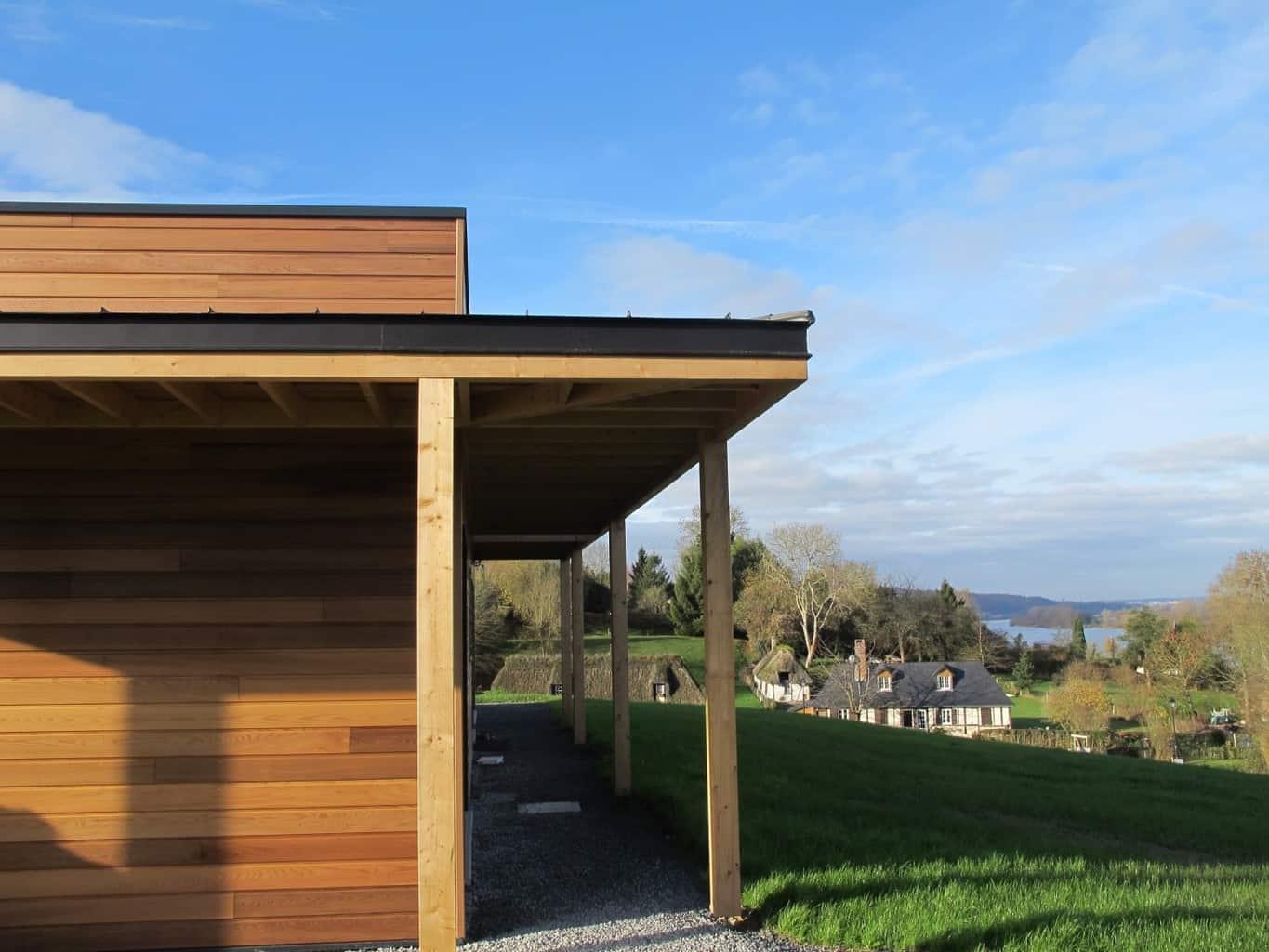 maison contemporaine de plain-pied en red cedar